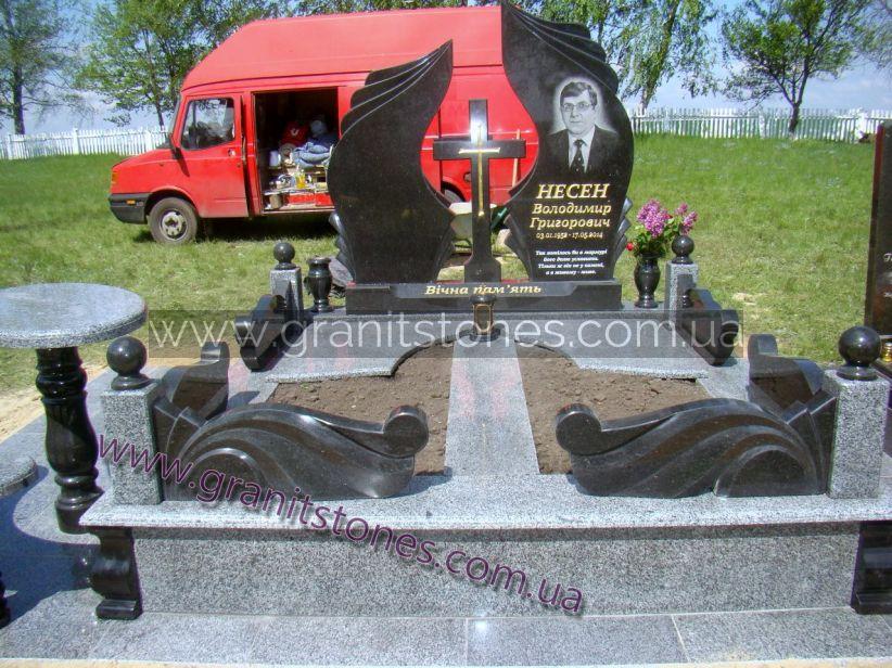 Памятник двойной со столиком