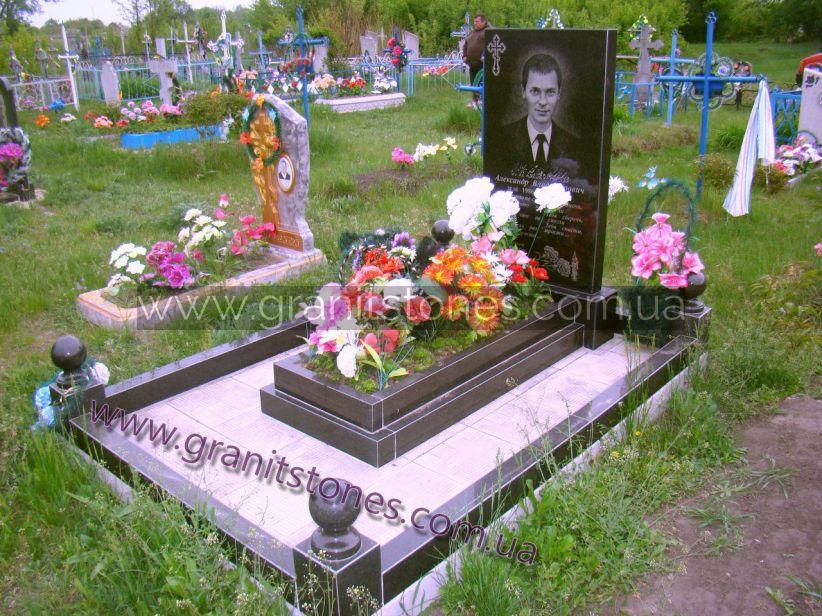 Памятник на могилу с цоколем