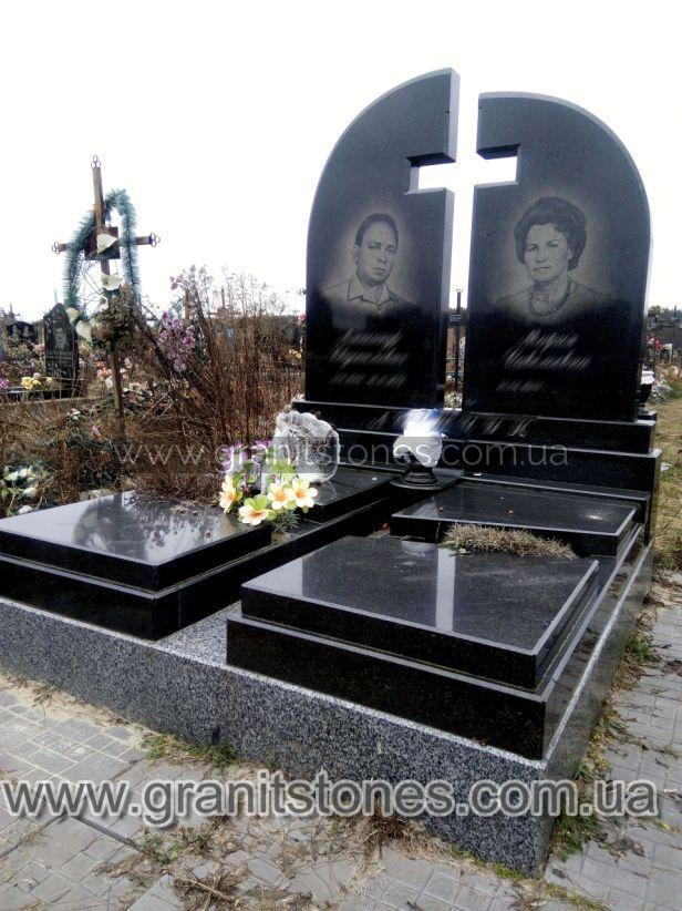 Памятник с красивой ручной обработкой гранита крест