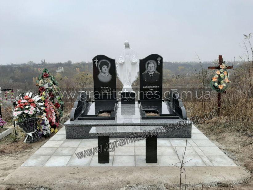 Памятник черный из гранита для двоих