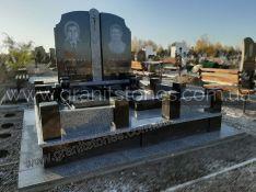 Памятник двойной с оградой