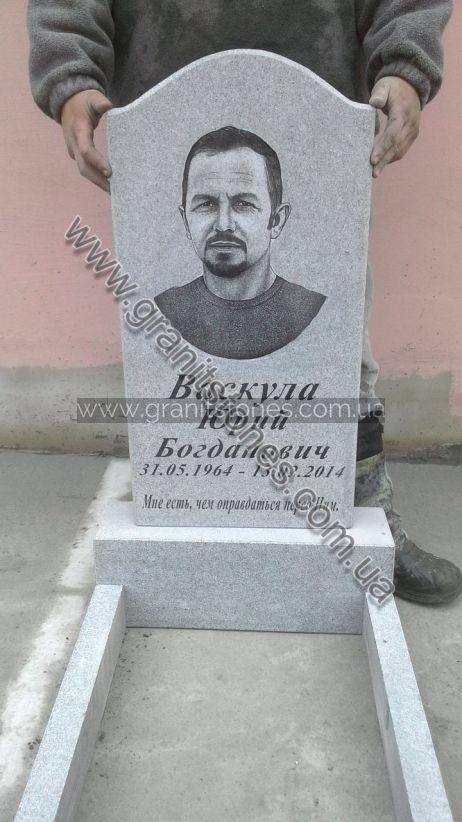 Памятник из гранита белый на могилу