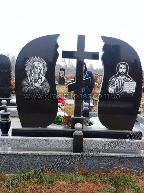Черный гранитный памятник для двоих с крестом
