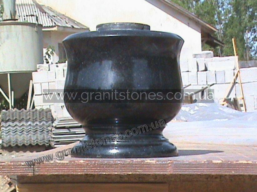 Низкая ваза гранитная