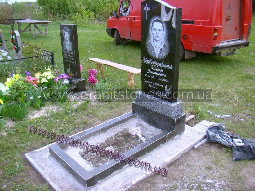 Памятник на могилу вид сбоку
