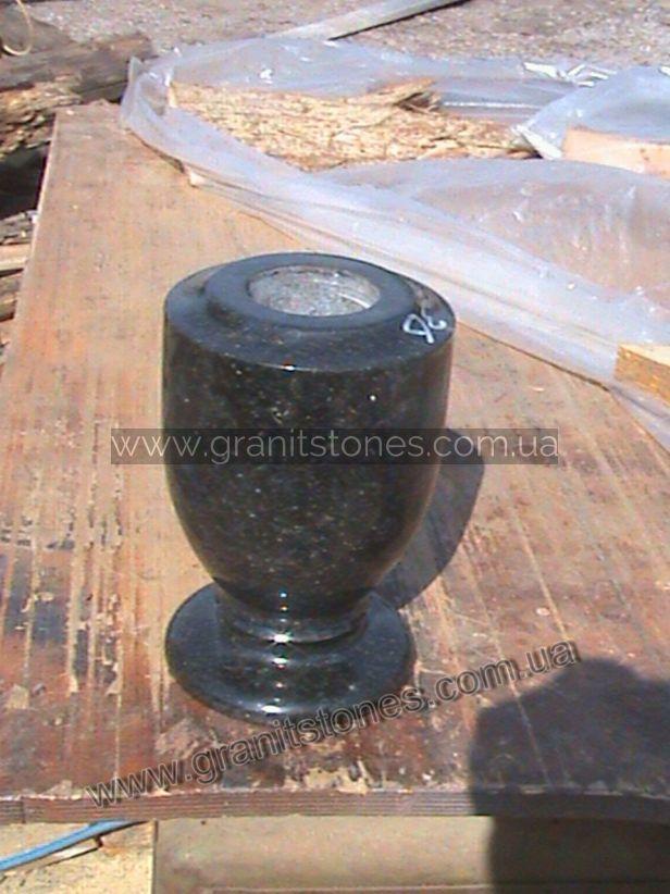 Черная ваза из гранита
