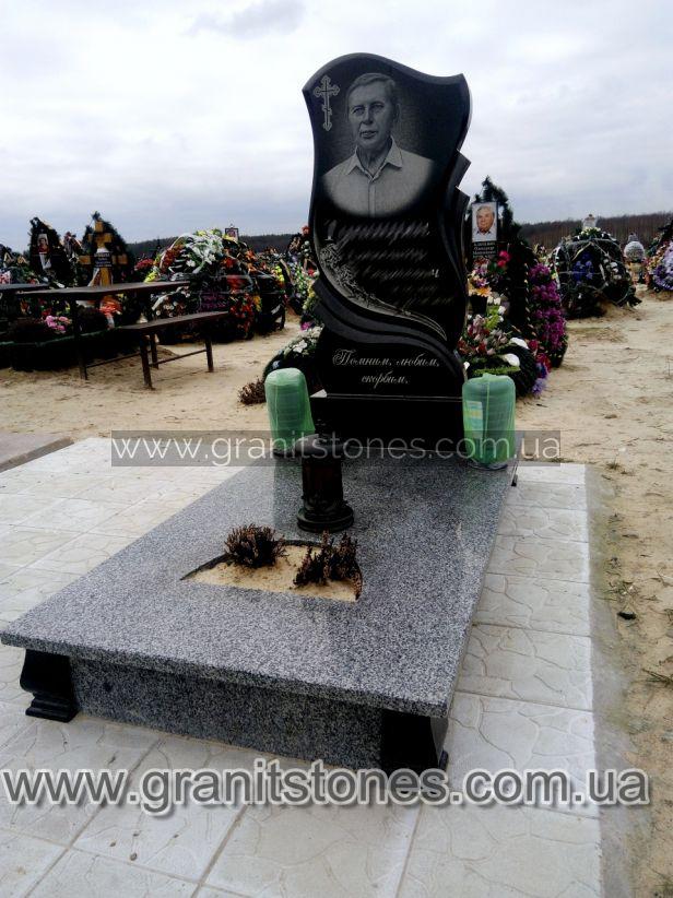 Памятник одинарный с лентами и цветами