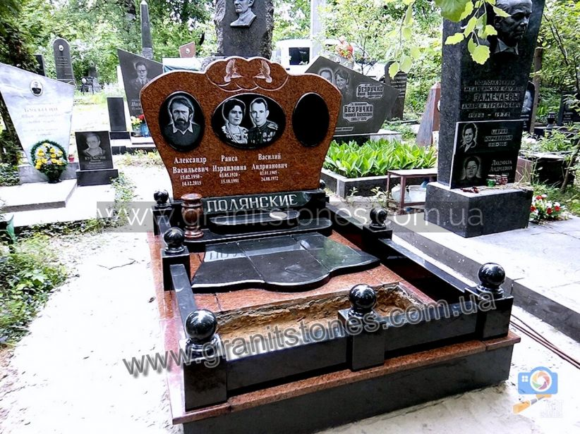 Элитный гранитный памятник на могилу красный
