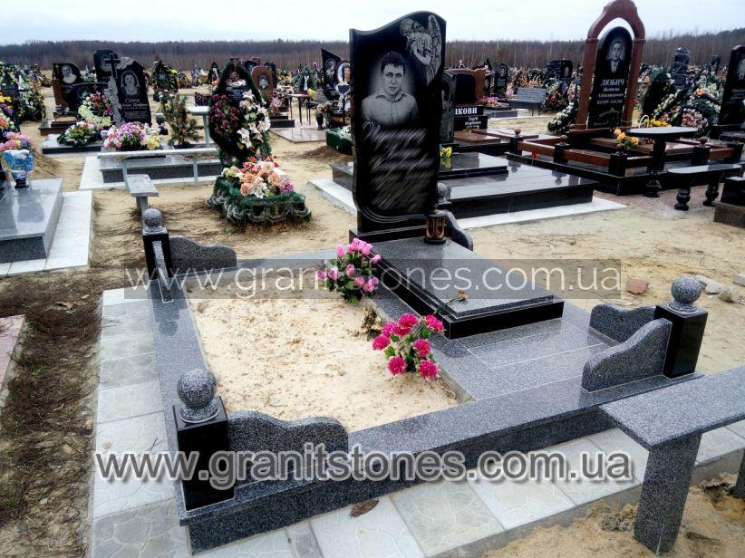 Памятник гранитный на могилу с подхоронением