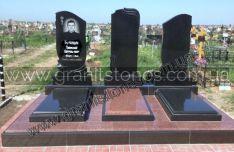Памятник для троих из красного гранита
