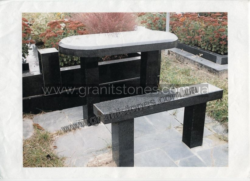 Гранитный стол с лавкой черного цвета