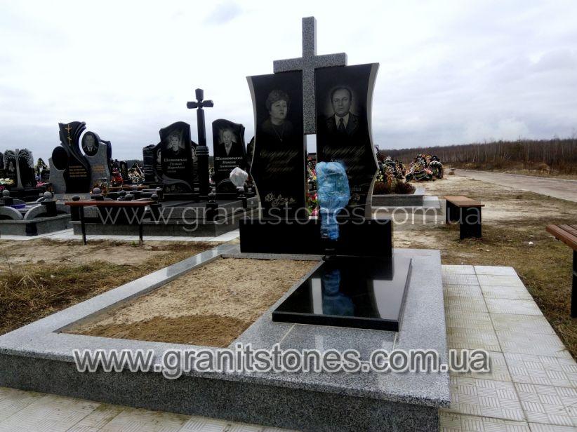 Памятник для двоих с постаментом и серым крестом из гранита