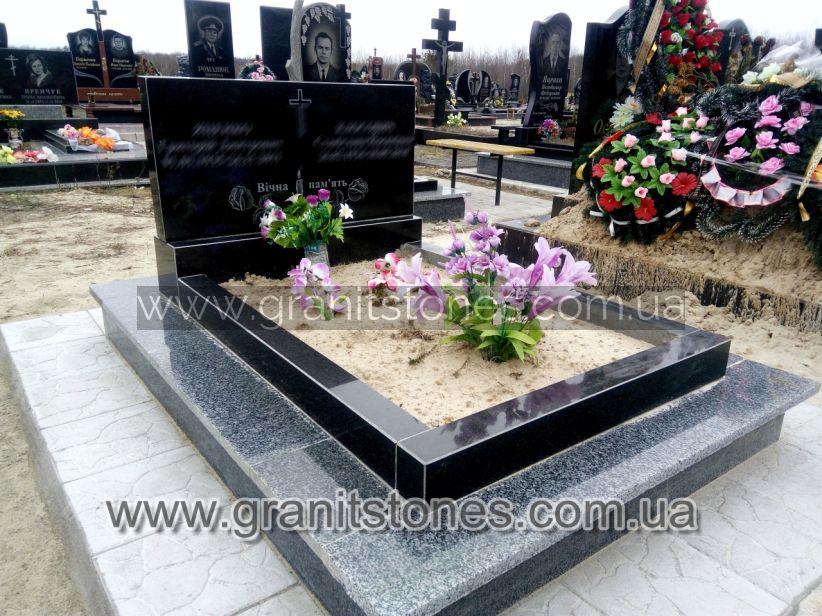 Памятник двойной недорогой гранитный на могилу