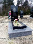 Памятник с волной гранитный габбро