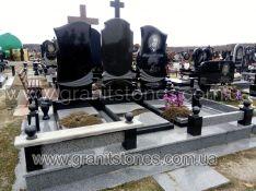 Памятник тройной с крестом на могилу гранит