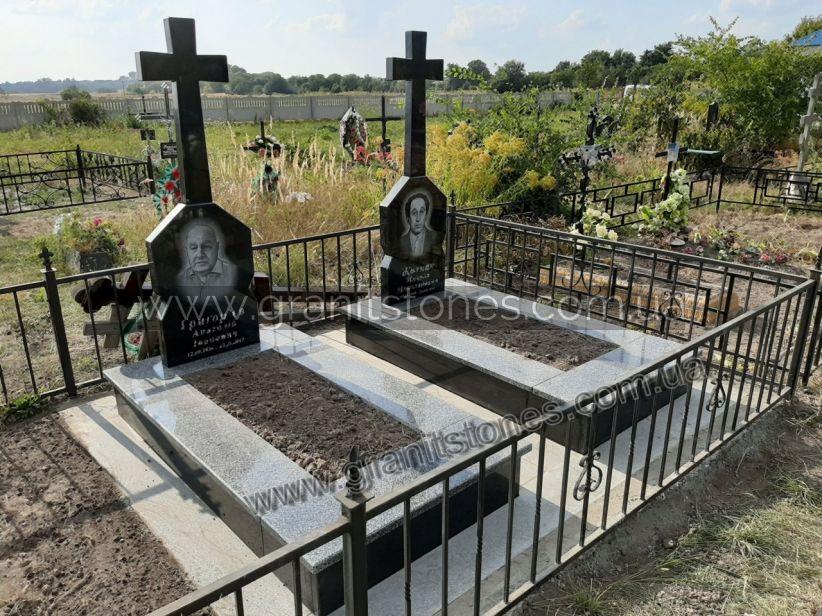 Двойной памятник с крестом черный