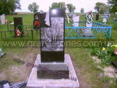 Гранитный памятник с волной и цветником