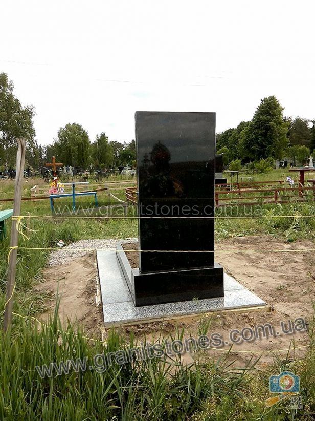 Памятник на могилу из гранита недорогой
