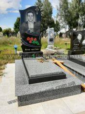 Гранитный памятник черного цвета для одного