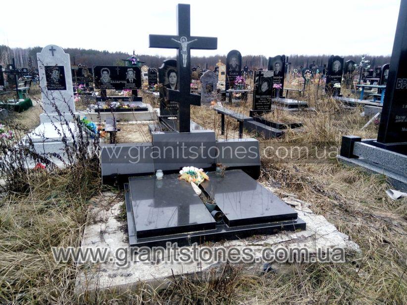 Памятник тройной с баянами на могилу