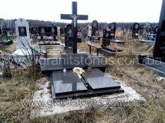 Памятник тройной с большим крестом