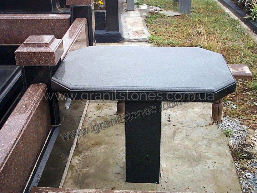 черный прямоугольный стол из гранита