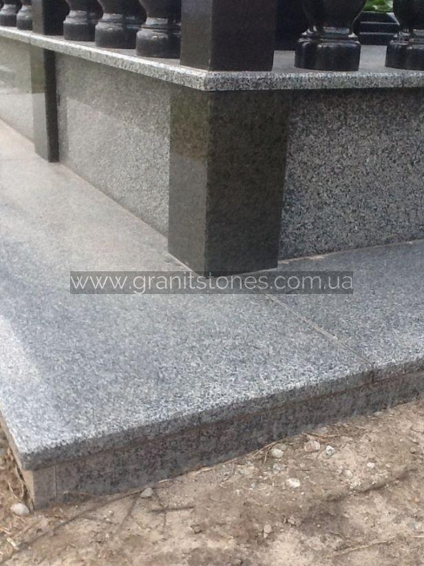 Гранитная плитка мемориального комплекса на могилу