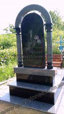 Гранитный памятник серого цвета с двойной аркой