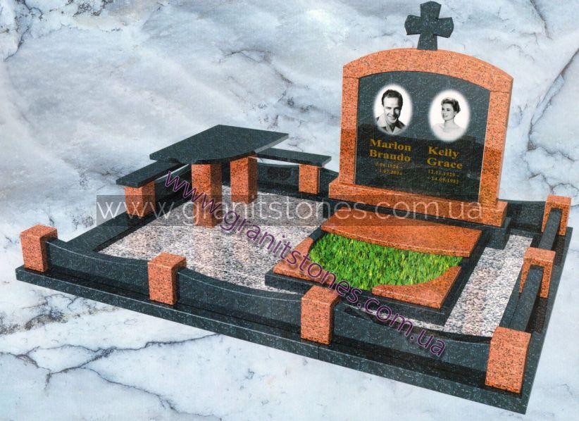 Гранитный мемориальный комплекс на могилу