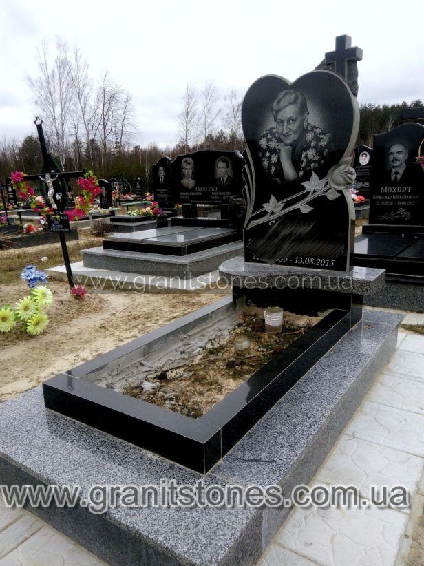 Памятник в виде сердца с крестом и розой