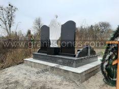 Двойной гранитный памятник со статуей