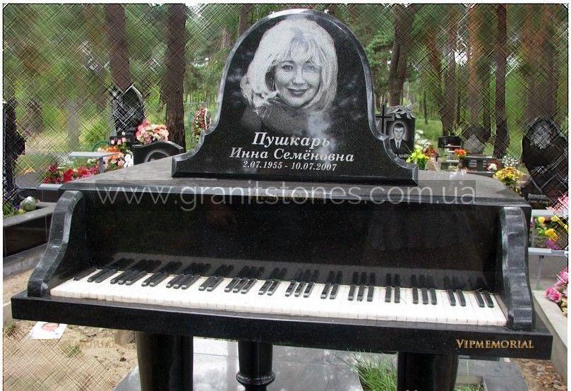 Памятник из гранита в виде пианино