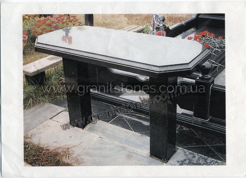 Гранитный стол черного цвета