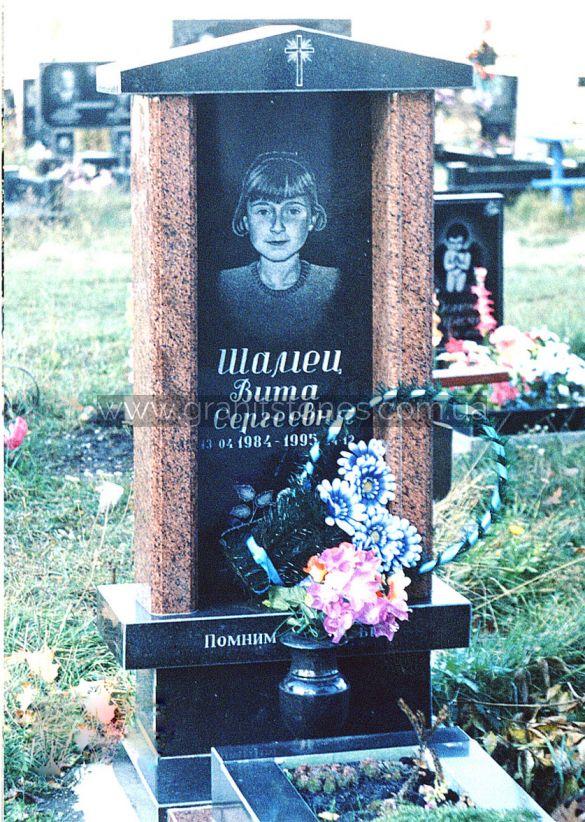 Детский надгробный памятник в виде домика с вазой из гранита