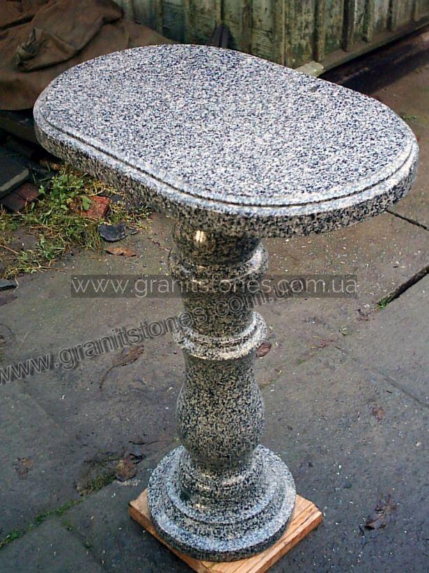Серый гранитный стол