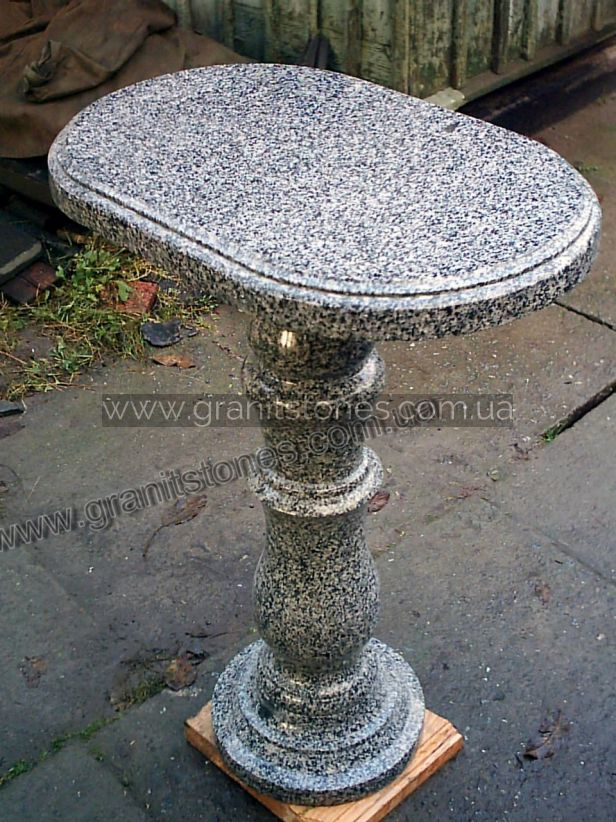 Серый стол из гранита