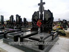 Памятник двойной с большим крестом на постаменте