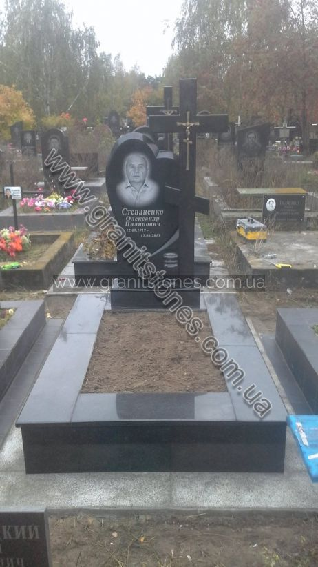 Памятник с сердцем крестом на могилу