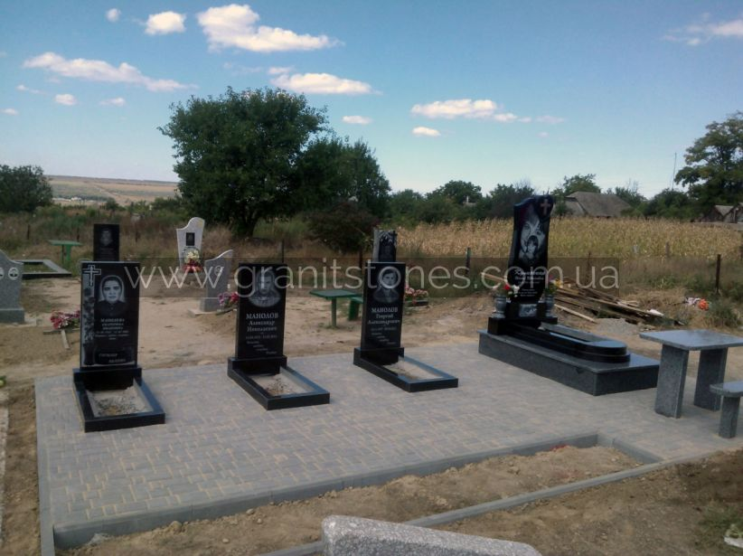 Памятник на несколько человек