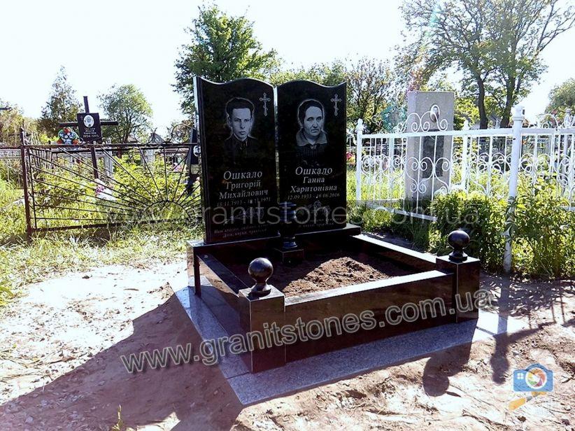Памятник на могилу двойной в виде книги