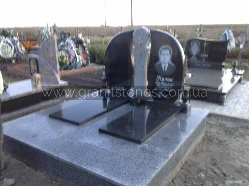Гранитный двойной памятник серый