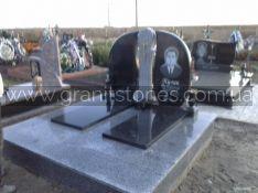Гранитный памятник двойной с распятием