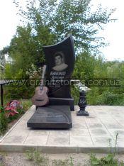 Памятник на могилу гитаристу