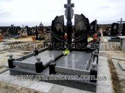 Памятник из гранита с крестом двойной
