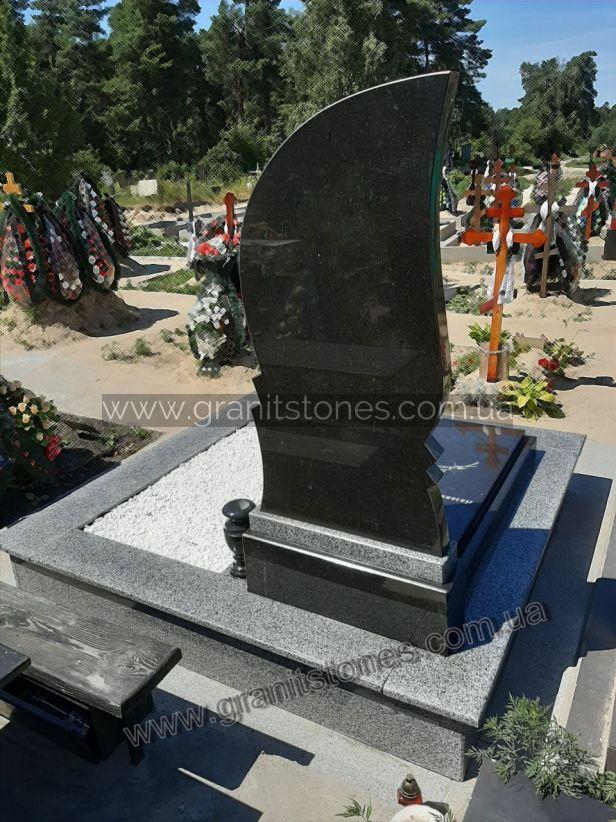 Памятник для одного из гранита с цветником