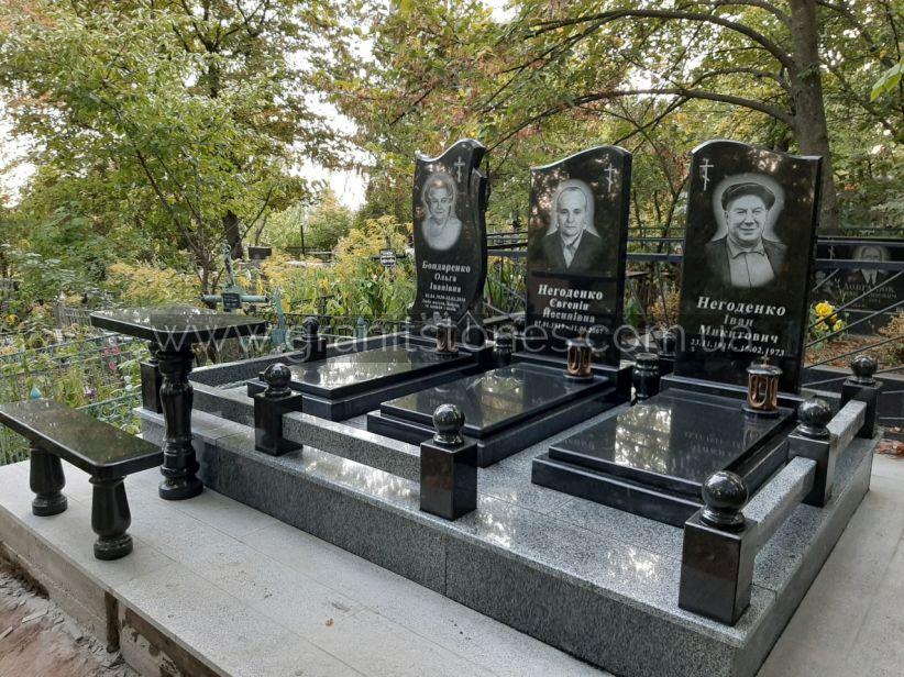 Памятник на могилу для троих из гранита