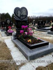 Памятник в виде сердца для двоих