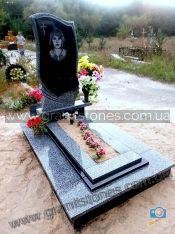 Гранитный памятник серого цвета с вазой