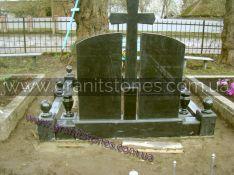 Двойной памятник с крестом и цоколем