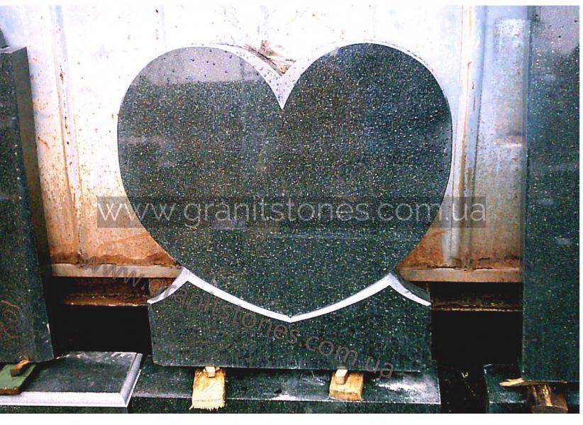 Двойной памятник в форме сердца